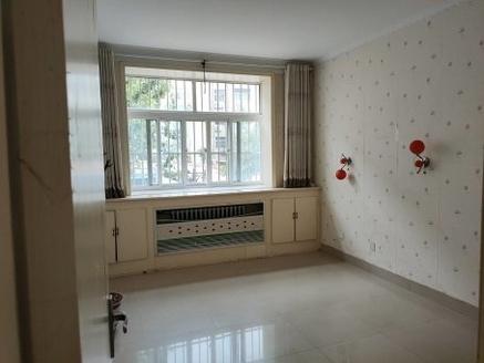 东昌片区免大税送车库 西姚组团 3室一楼客厅带飘窗