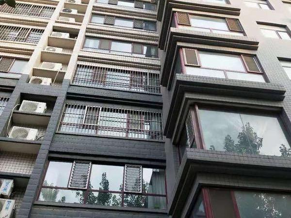 阳光小学,运河附近月亮湾小区,精装修,三室两厅免大税可按揭仅售170万