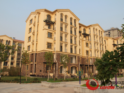 区政府附近翡翠城小区3室2厅2卫家具齐全随时可看房