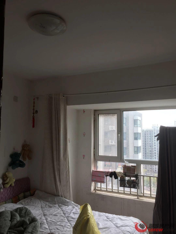 阿尔卡迪亚 免大税三室 98万 好楼层客厅飘窗 全天采光 市场 小学交通便利