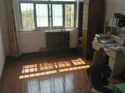 三中 北顺小学 单位家属院 超大实用面积120多平 急售86万 3室朝阳木地板