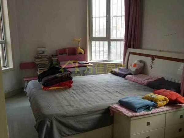 月亮湾高档小区 学区房 家具家电齐全 3室户型 精装修 看房子方便