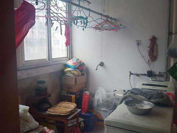 东昌路小学 六中附近 新世纪花园 三居室 免大税 可按揭