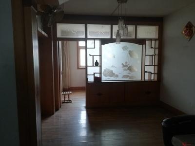 育红小学东临、三楼、家具齐全、有空调