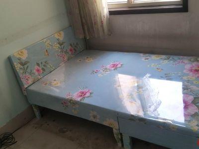 阳光小学一墙之隔、家具家电齐全、楼下停车方便