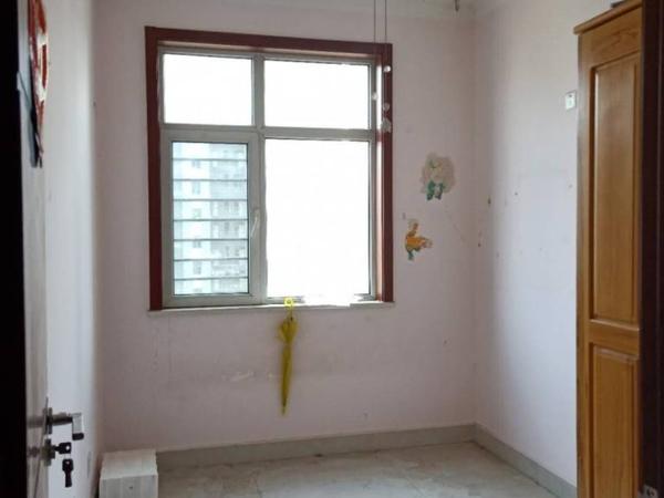 当代国际 三室朝阳 免大税 随时看房 精装修 有钥匙 单价9000多可按揭