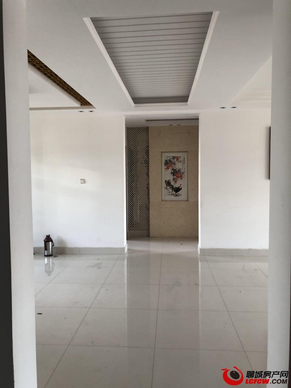 出租人行家属院 靠近东方双语 3室2厅2卫2000元/月住宅,家具可配齐