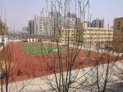 滨河学校南邻 建校家属院一层大平方 四室朝阳户型送地下室 免 税