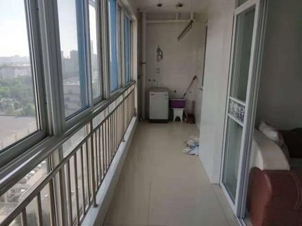 急售振华超市北 昆仑公寓143平方两室客厅朝阳送精装 送地下室 车随变停