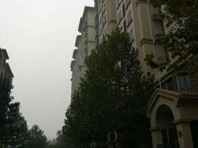未来市中心 翡翠城好楼层 精装大四室 单价7600一平 有证可按揭