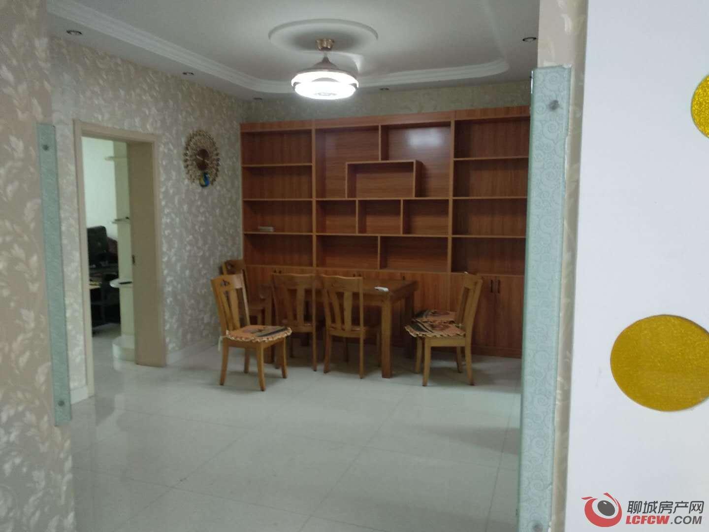 东关国际刚交新房、家具齐全、拎包入住
