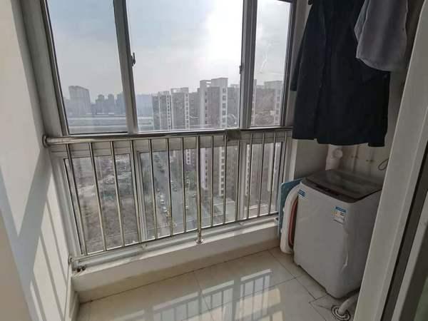 辛屯社区2室2厅1卫1200元月电梯房南北通透