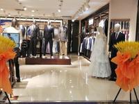 聊城高端商场振华五星百货托管商铺出售2楼 。