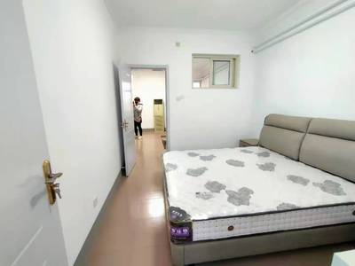 东昌路专医院对过精装修三室一厅