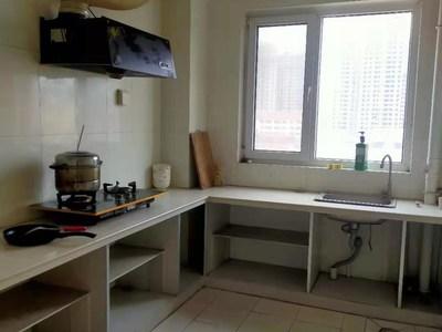 生活方便,金柱.绿城 1300元 2室2厅1卫 普通装修,部分家私电器