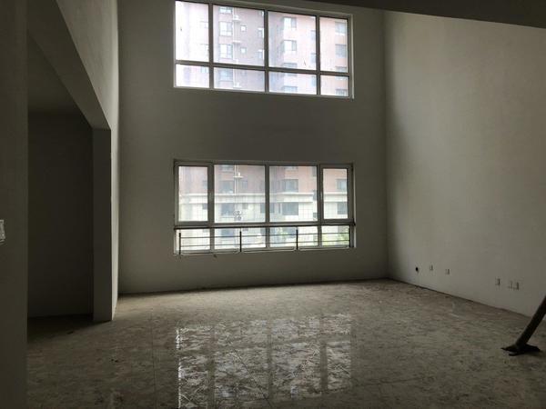开发区振华超市 英伦花园 南苑新城5室2厅带车位储藏室 复式南苑新城
