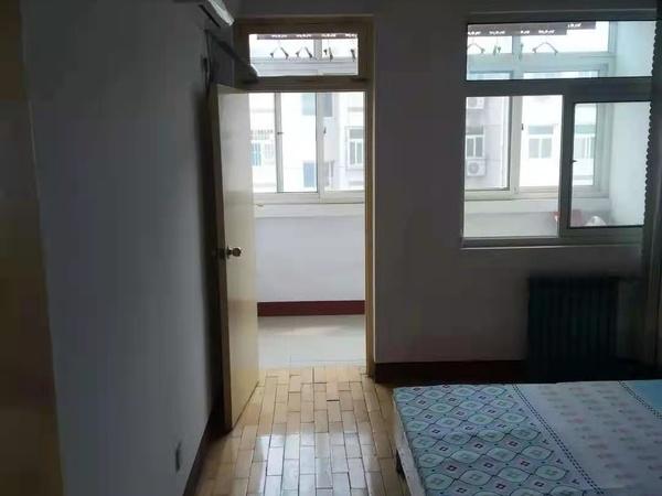 聊城市人民医院第三小区5号楼。紧邻建设路小学和汽车站